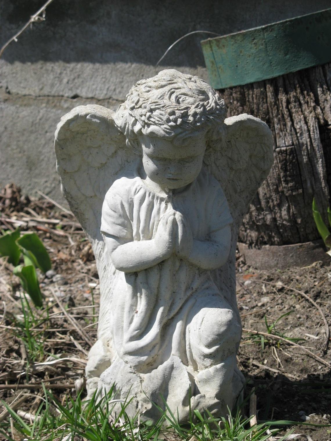 Praying Cherub