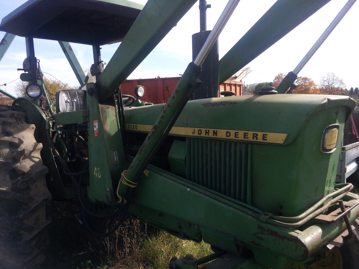 JD 2120 with 48 Loader