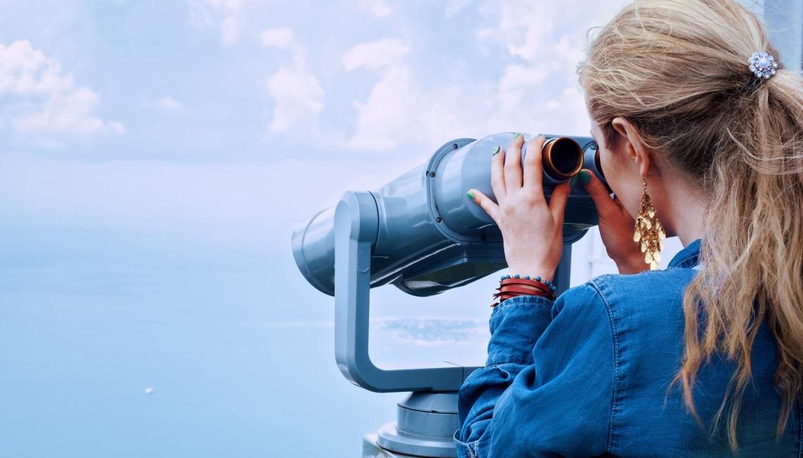 girl-sea-binoculars-vacation-160514